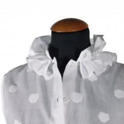 Collar with ruffles